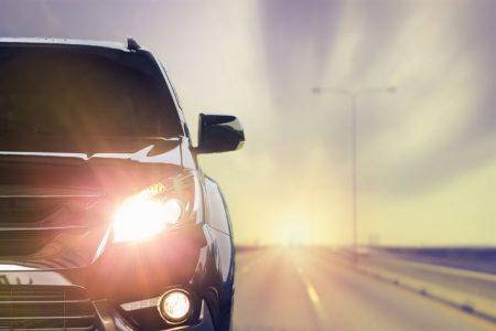 Szukasz żarówek halogenowych do swojego auta? Sprawdź, czy na pewno warto kupować te najtańsze