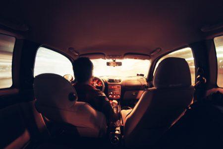 samochodem bez prawa jazdy