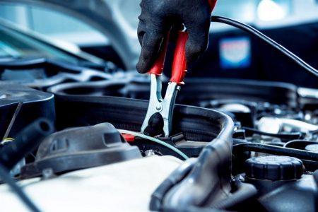 Jak prawidłowo odłączyć i podłączyć akumulator samochodowy?