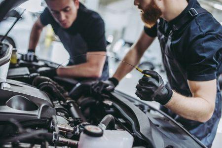 jak prawidłowo sprawdzić poziom oleju silnikowego