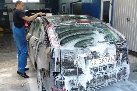Mycie auta zimą. Na co zwracać uwagę?