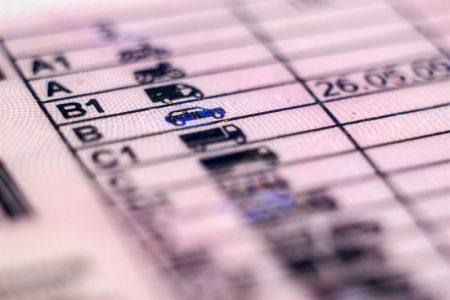 Zgubienie dowodu rejestracyjnego / prawa jazdy / karty pojazdu - co zrobić krok po kroku?