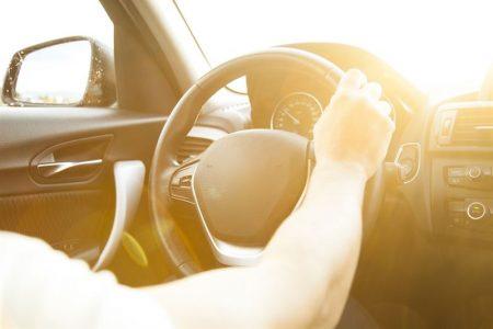 Drganie kierownicy podczas hamowania - dlaczego i jak to naprawić?